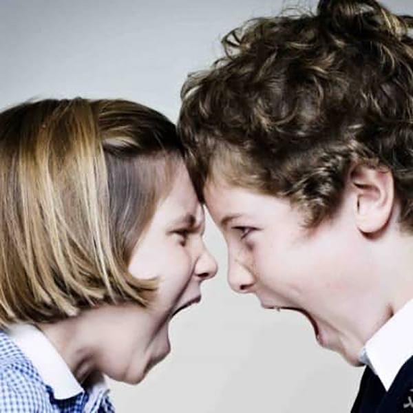 دعوای خواهر و برادر ناتنی